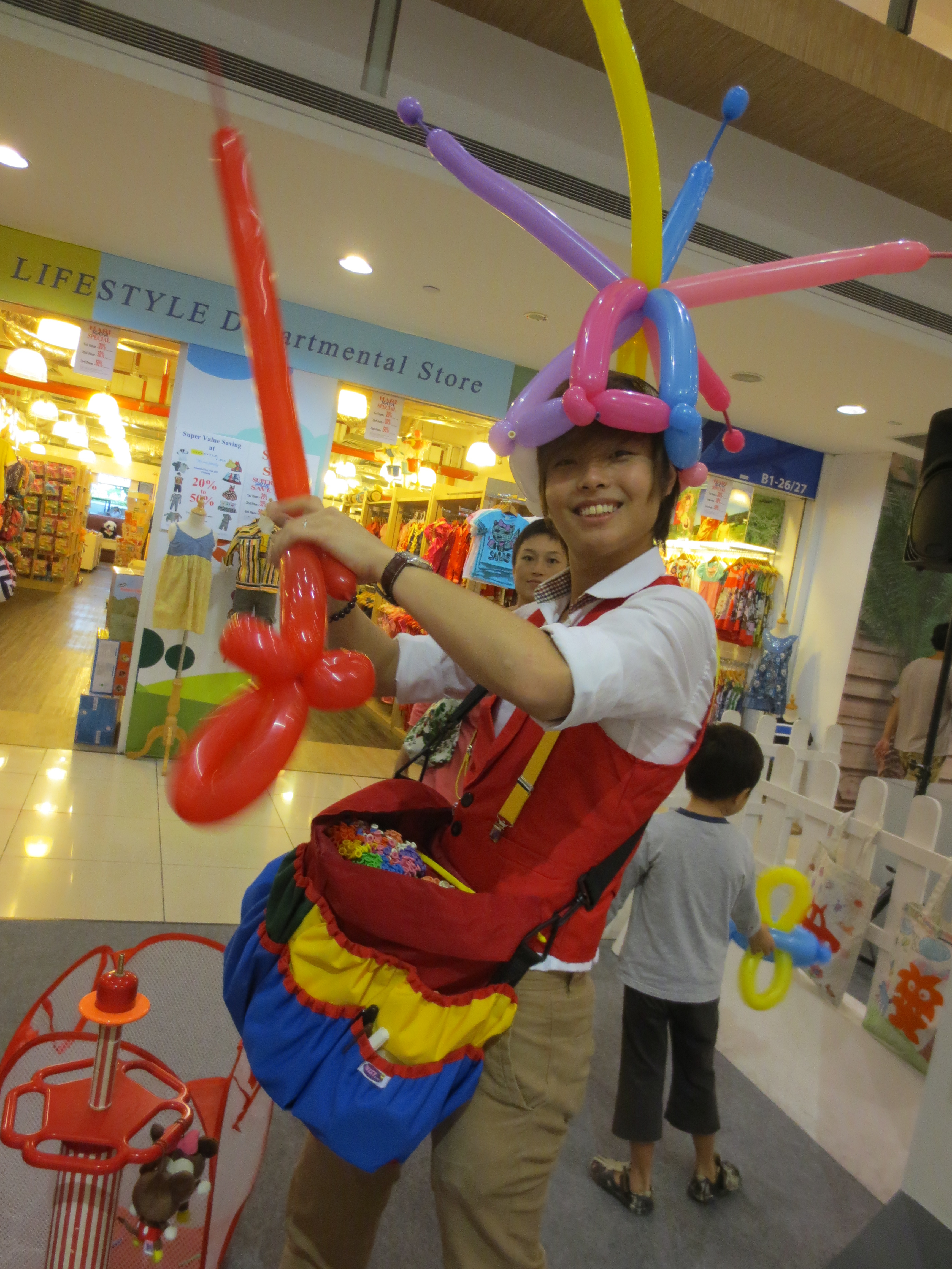 , Balloon sculpting at West Coast Plaza!, Singapore Balloon Decoration Services - Balloon Workshop and Balloon Sculpting