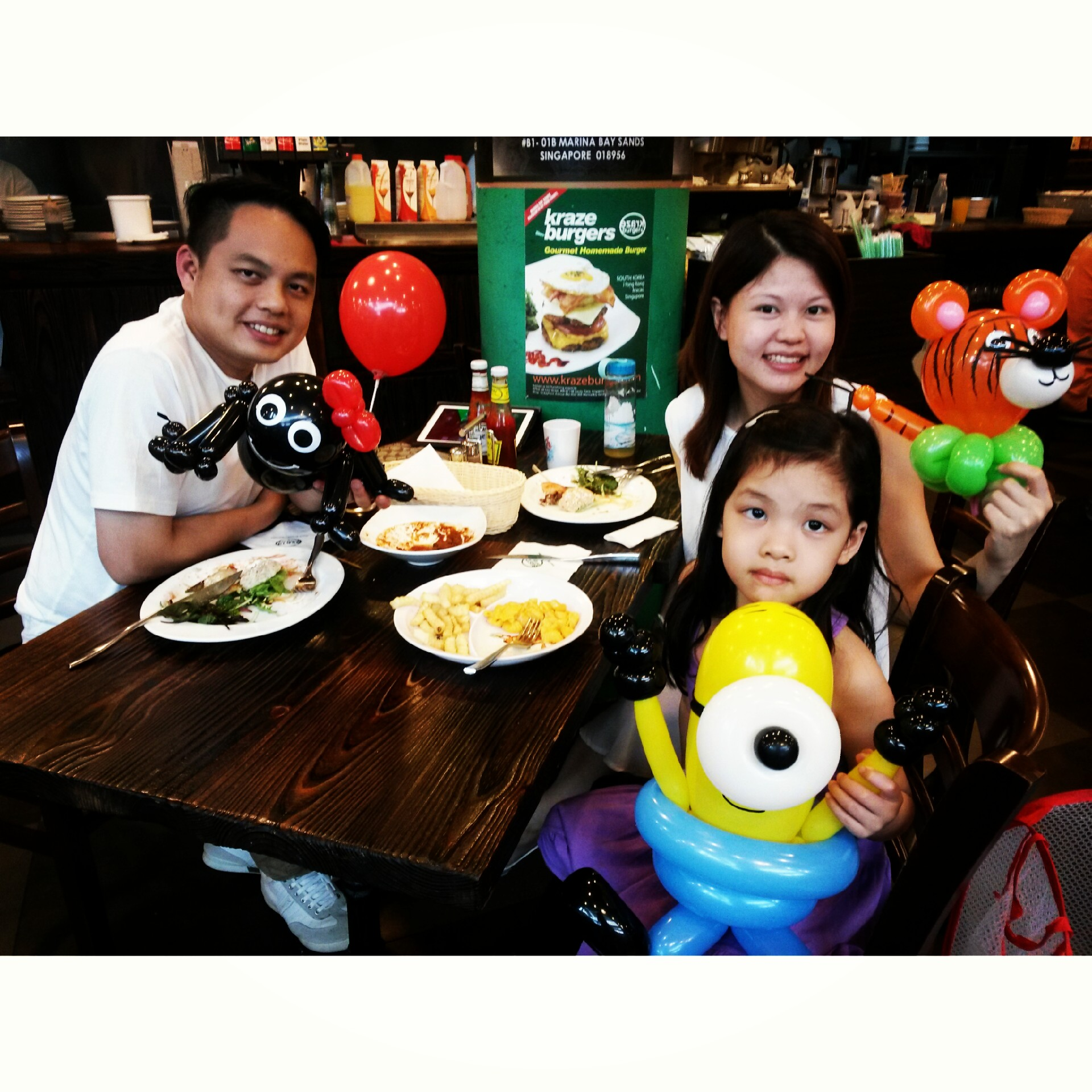 , Day 2 – Krazy Burgers Restaurant Balloon Sculpting, Singapore Balloon Decoration Services - Balloon Workshop and Balloon Sculpting