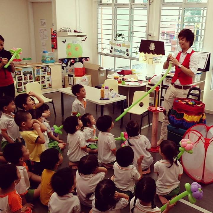 , balloon sculpting service in student care centre, Singapore Balloon Decoration Services - Balloon Workshop and Balloon Sculpting