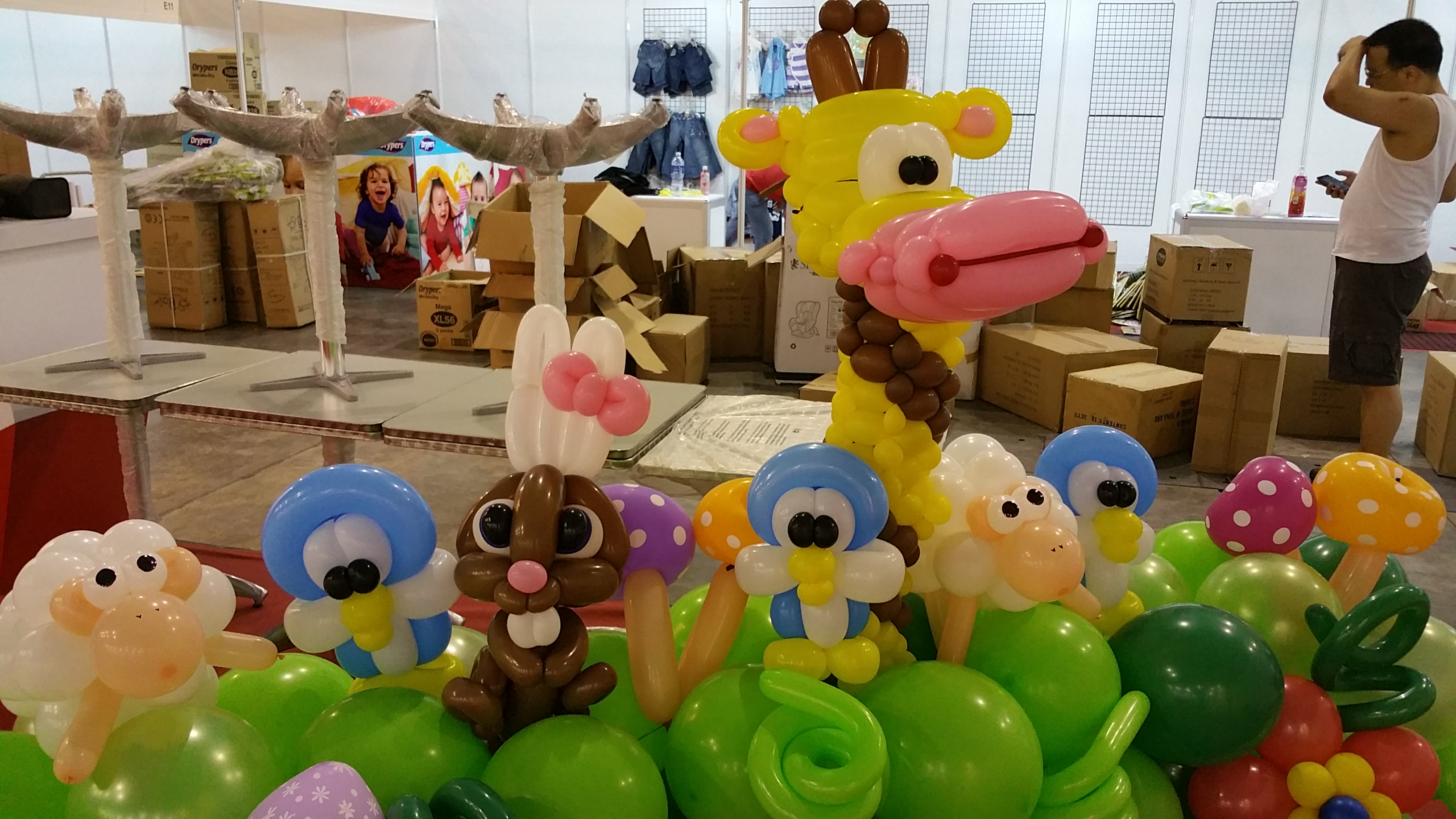 , Animal themed balloon backdrop design for my client!, Singapore Balloon Decoration Services - Balloon Workshop and Balloon Sculpting