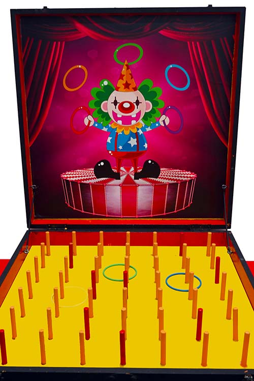 PLAYER IS GIVEN 3 RING LOOPS. LOOP 2 RED POLES TO WIN