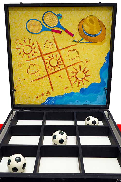 PLAYER IS GIVEN 3 BALLS. THROW IN THE BOX TO FORM A LINE