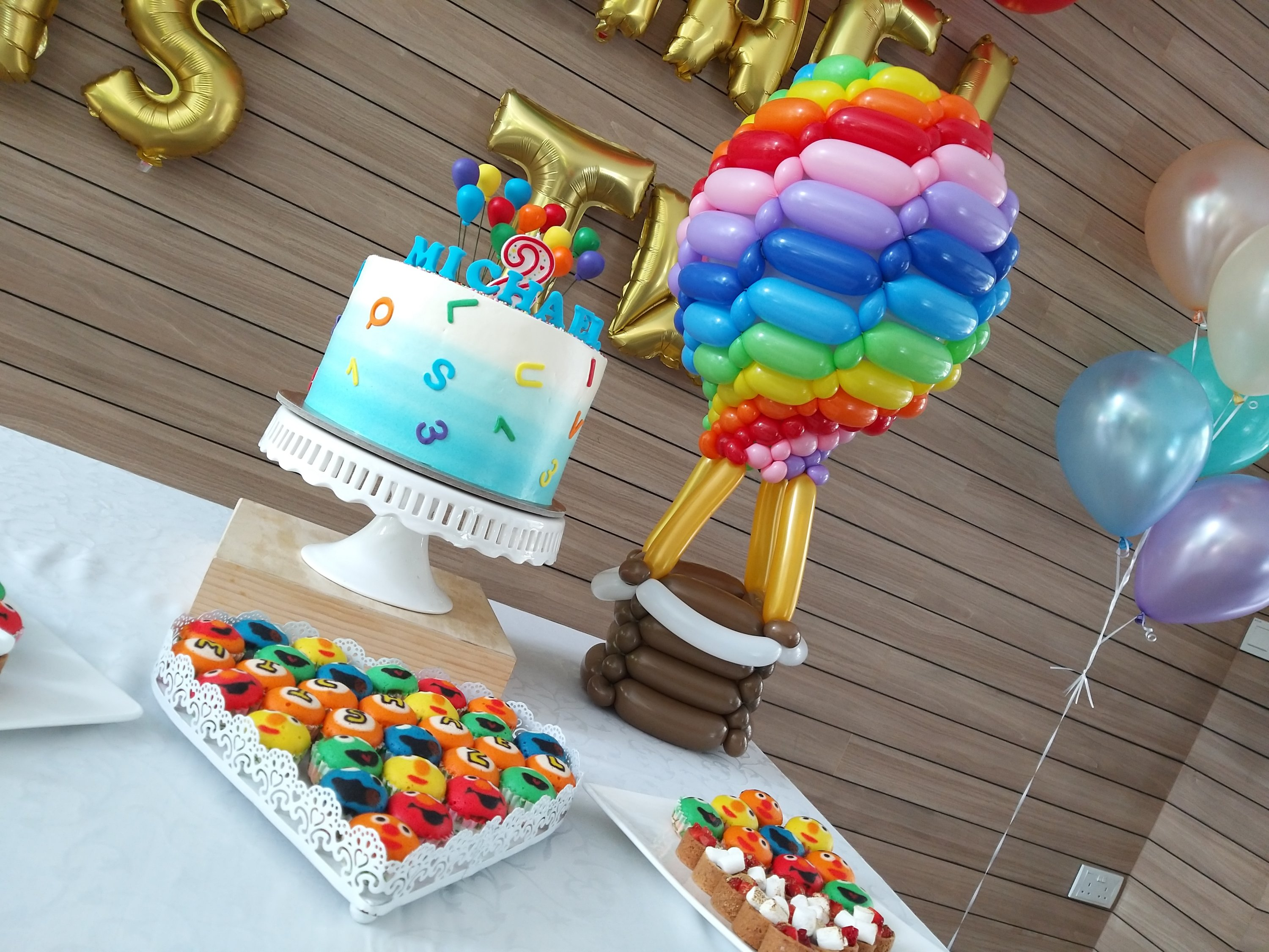 , Birthday party balloon decorations and balloon sculpting, Singapore Balloon Decoration Services - Balloon Workshop and Balloon Sculpting