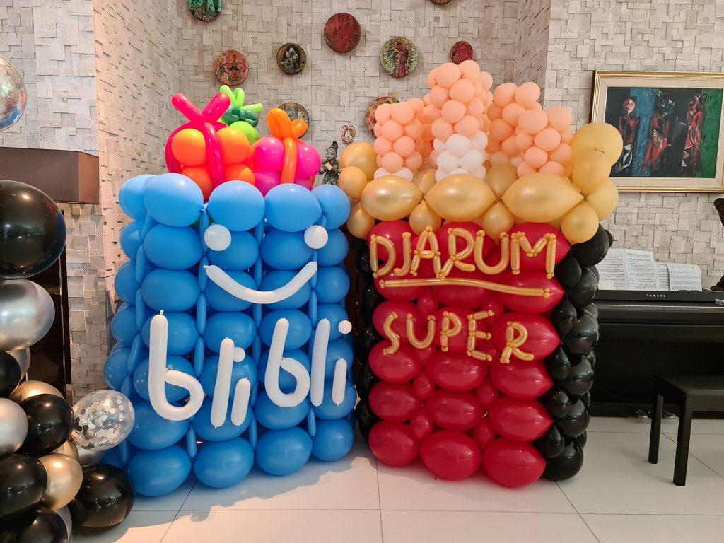 , Balloon Mascots and Organic Balloon Arch 80th Birthday, Singapore Balloon Decoration Services - Balloon Workshop and Balloon Sculpting